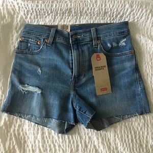 Levi's high-rise shorts size 2 (26 w) NWT